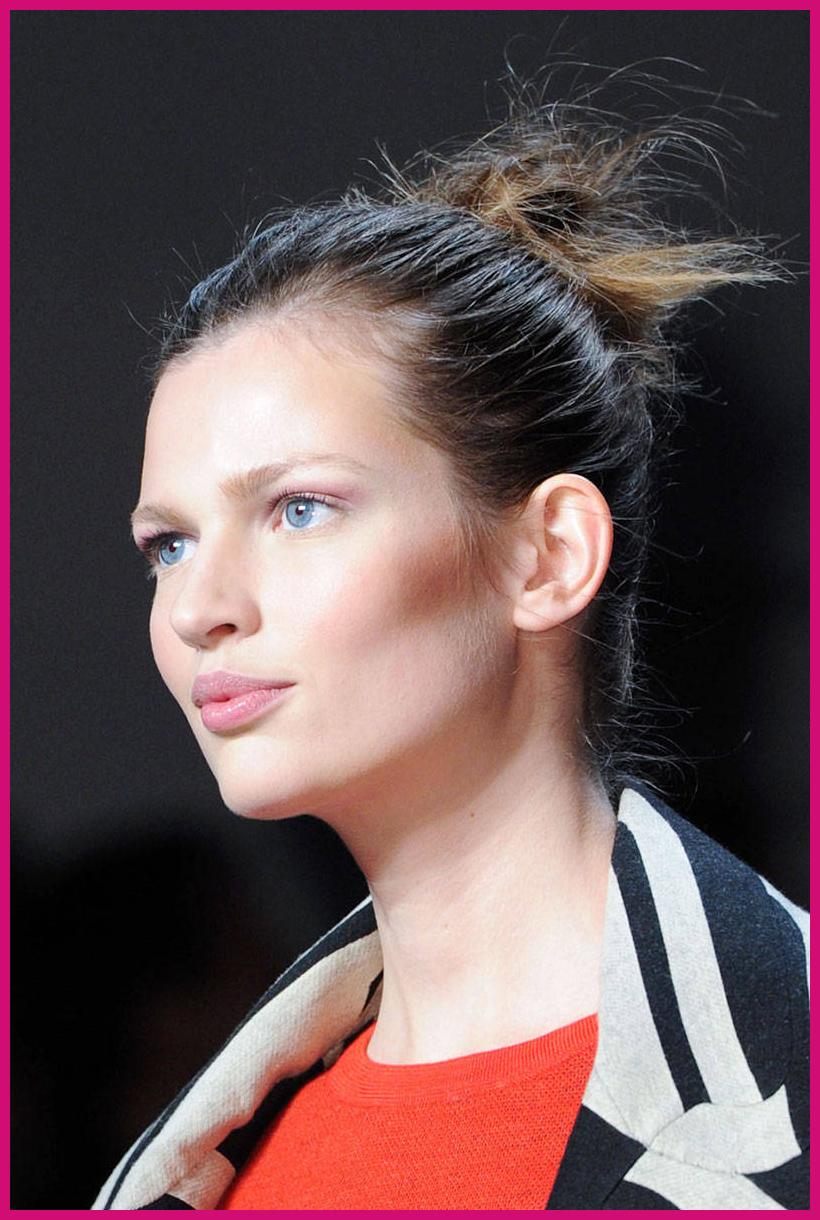 hbz-fw2014-hair-trends-ballerina-bun-01-Von-Furstenberg-clp-RF14-BMThtf-4597-lg