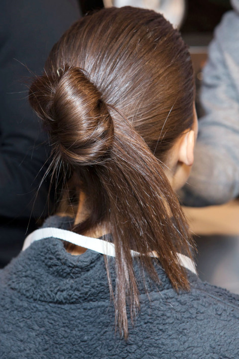 hbz-fw2015-hair-trends-new-french-twist-victoria-beckham-bks-z-rf15-1592